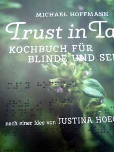 """Kochbuch Cover mit Punktschrift """"Trust in Taste"""""""